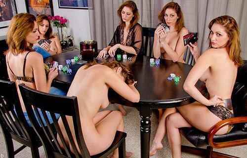 پوکر لختی یا استریپ پوکر چیست؟ (Strip poker)