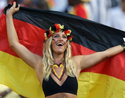 عکس جذاب و سکسی از تماشاگران دختر جوان فوتبال 18+