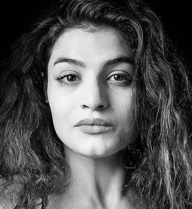 صدف خادم کیست؟ | بیوگرافی و تصاویر منشوری از صدف بوکسور ایرانی (18+)